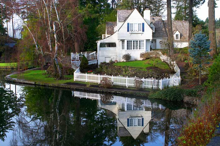 Lake Oswego Old World Charm on the Lake. Courtesy of Portland Ground:Pictures of Portland Oregon